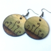 Kép 1/2 - Zöld-barna fülbevaló indákkal