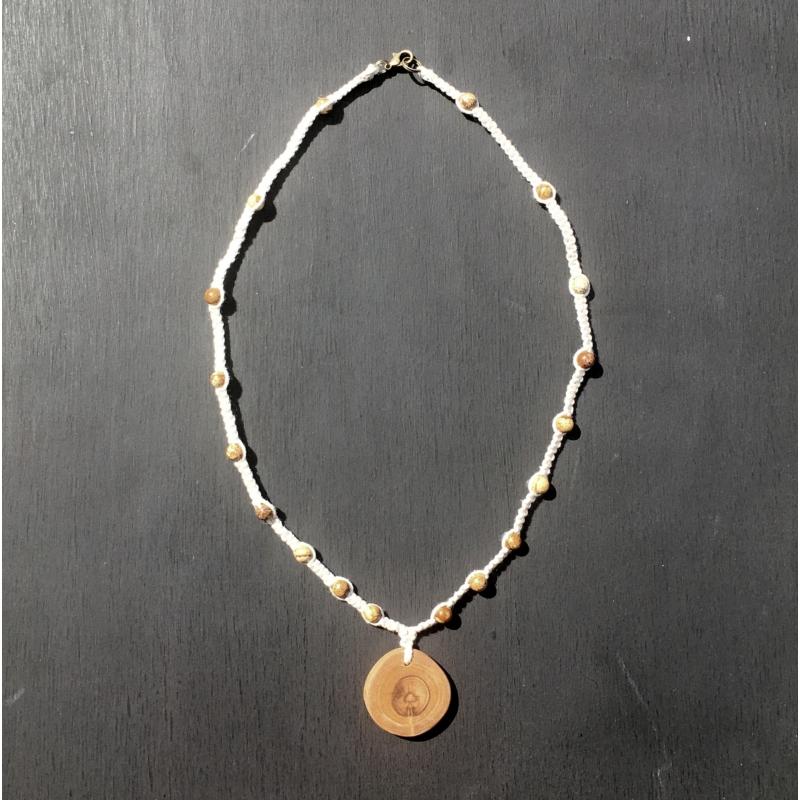 Csomózott nyaklánc gyönggyel, medállal