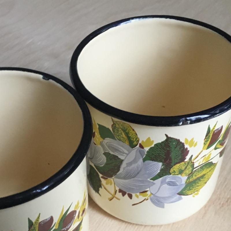 Használ retro virágmintás fém bögre párban