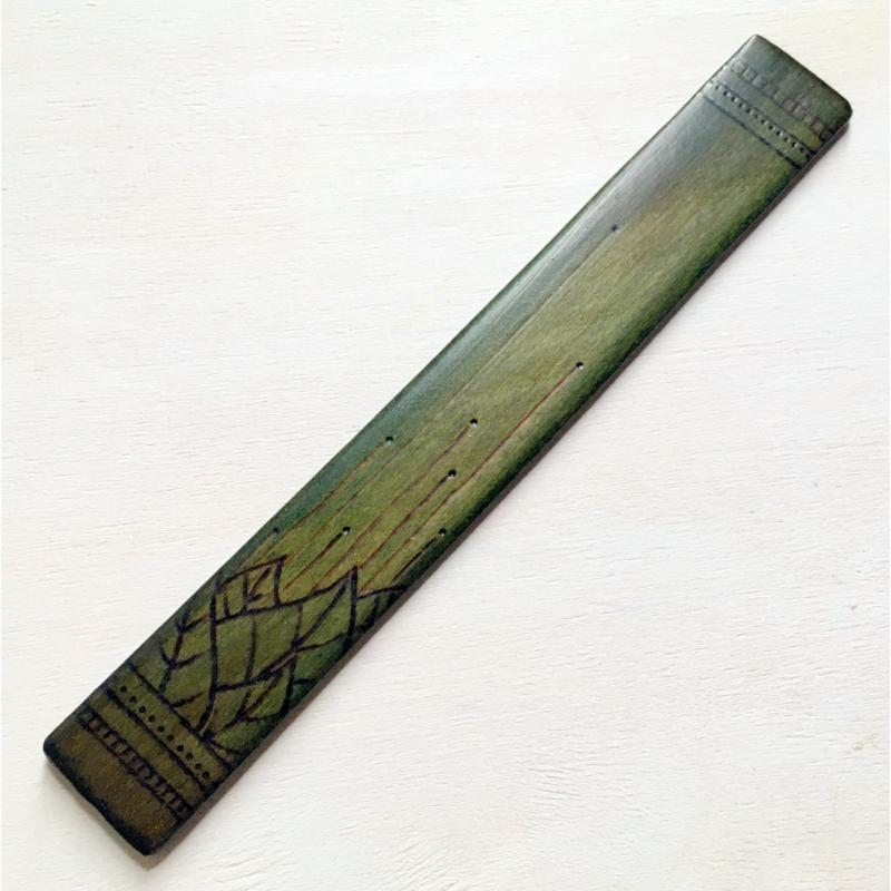 Bodzakunyhó - Zöld, levélmintás könyvjelző hársfából